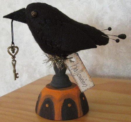 Crow w/ Heart Key